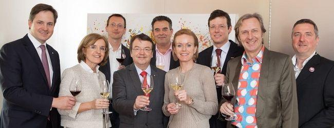 VieVinum Pressekonferenz 2016: v.l.: Johannes Schmuckenschlager, Margareta Reichsthaler, Bernhard Gschwantner, Mag. Willi Klinger, Dr. Josef Schuller, Mag. Alexandra Graski-Hoffmann, Mag. Benedikt Zacherl, Erwin Gegenbauer und Thomas Ungrad.