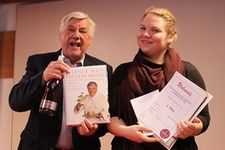 Wiener Jungpatisserie-Wettbewerbes  Werner Matt mit der Siegerin Julia Schmid